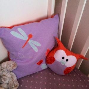 doudou chouette et coussin violet